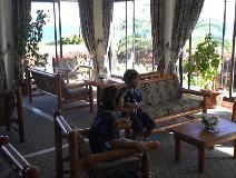 タハタイホテルのロビー