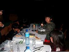 キャンプサイトのディナー