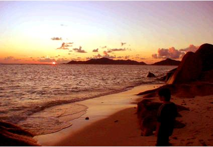 海に沈むセイシェルの夕日