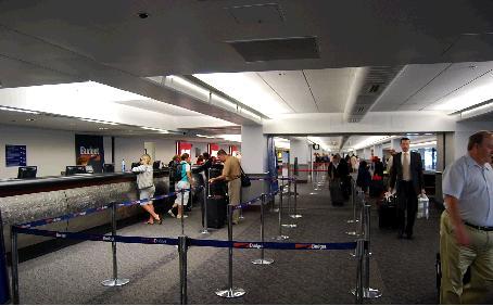 サンフランシスコ空港のレンタカーセンター駅