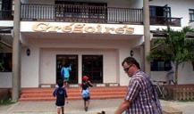 ラ・ディーグ島唯一のスーパーの入り口