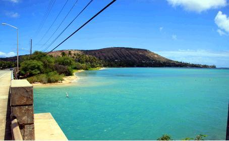 マウナウラビーチパークと海の向こうに見えるココヘッド