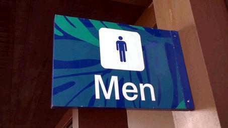 到着ロビーにある男性トイレの表札。