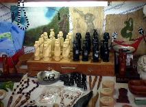 木彫りのモアイのチェス