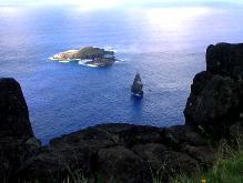 断崖の下に見える島