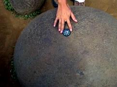 地球のへそと呼ばれる石