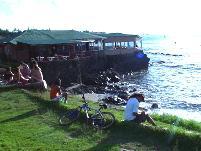 海に突き出したレストラン