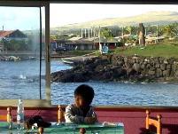レストランペアの窓際の席