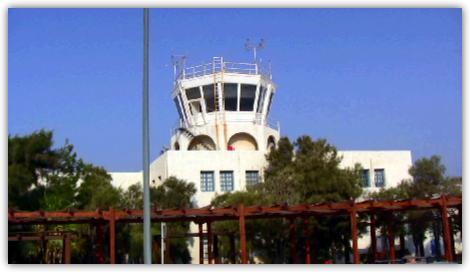 青い空と管制塔