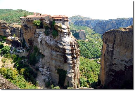 メテオラの奇岩と修道院