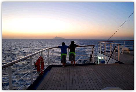 夕焼けの出航