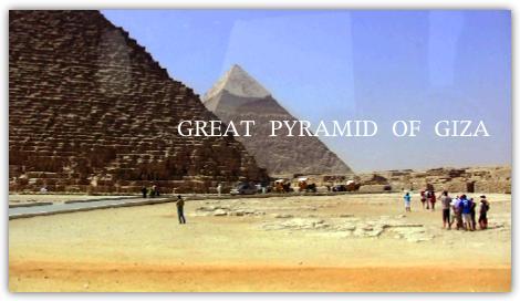 クフ王のピラミッド(手前)とカフラー王のピラミッド(奥)