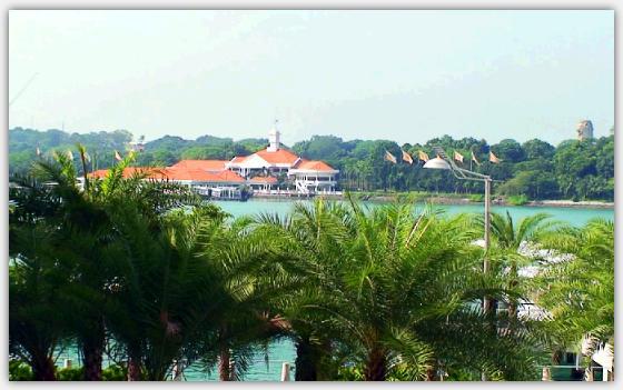 ハ-バーフロントから対岸のセントーサ島の眺め