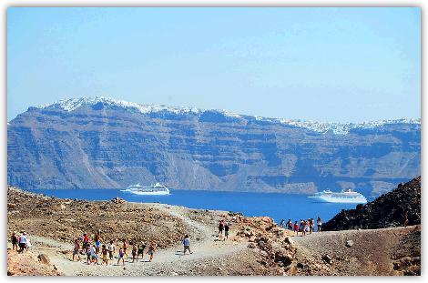 火山島のトレッキング