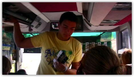 バスの少年車掌