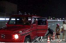 成田空港の出発ターミナルにマイカーを横付け