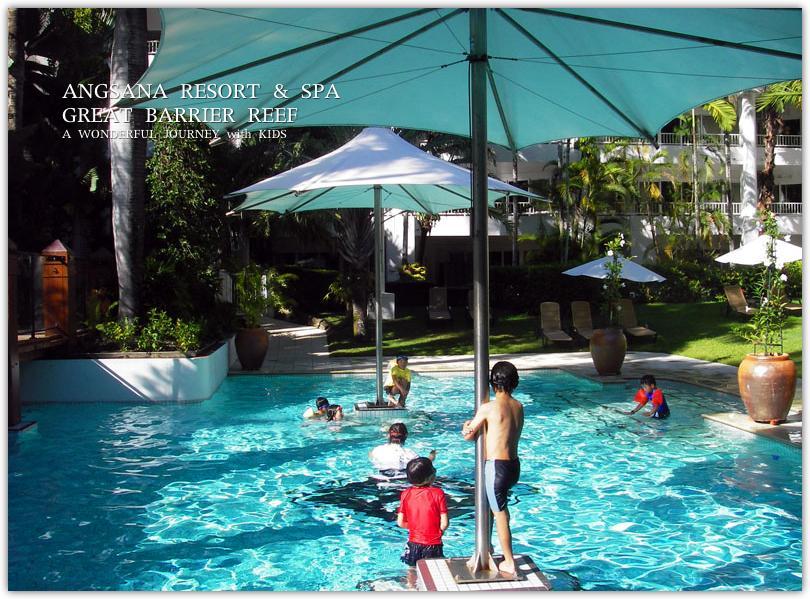 アンサナリゾートのプールで遊ぶ子供達