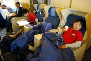 機内での服装と睡眠、食事