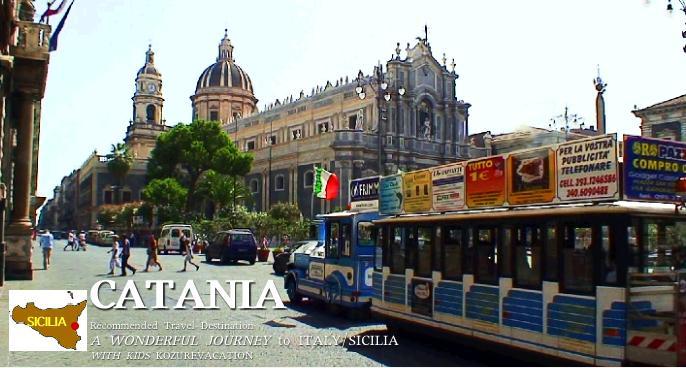 カターニア大聖堂と観光トラム