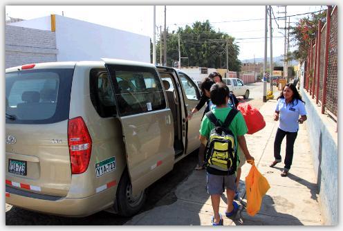 ナスカの現地ガイドと送迎車