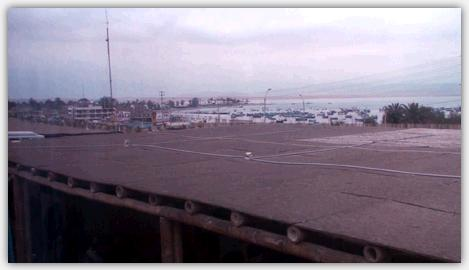 パラカスの海とバスセンター