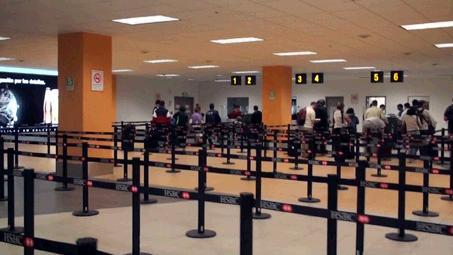 リマ空港の入国審査場