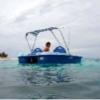 マダガスカルでペダルボートを漕ぐ