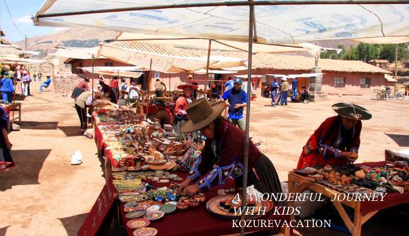 アンデス高原の民芸品市場