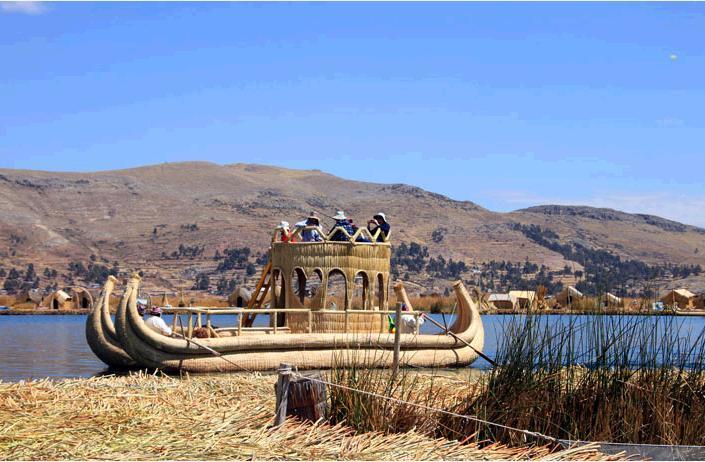 トトラで作られたバルサ船