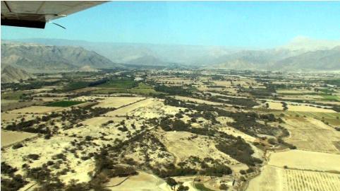ナスカ上空から撮影した写真