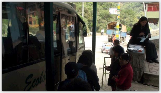 マチュピチュ遺跡へ向かうシャトルバス乗り場