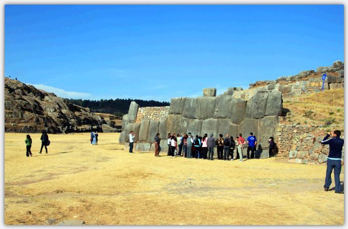 サクサイワマンの巨石