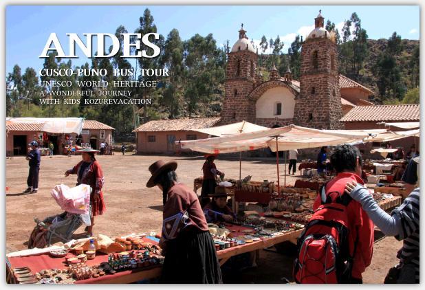教会前の民芸品市場
