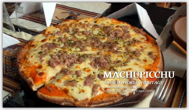 焼きあがったツナ&チーズのピザ。厚みがあってツナもたっぷり乗っている。