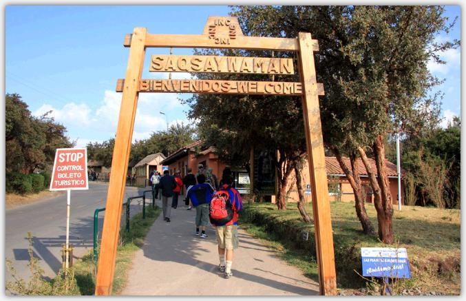 サクサイワマン遺跡の入り口