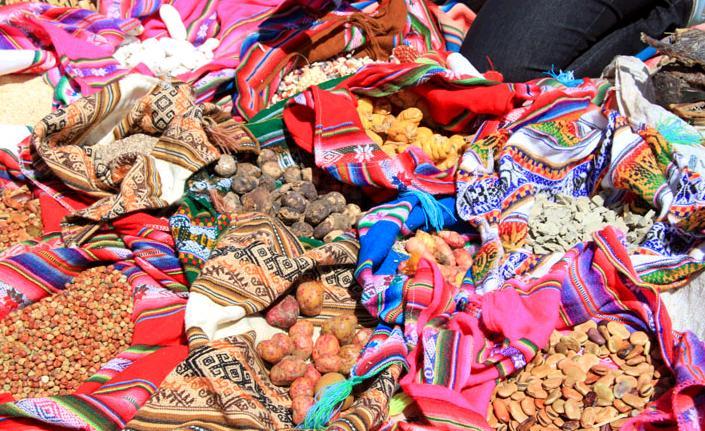 アンデス山脈で獲れるイモや穀物