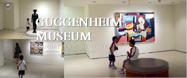 展示されている絵画や彫刻を鑑賞する子ども達
