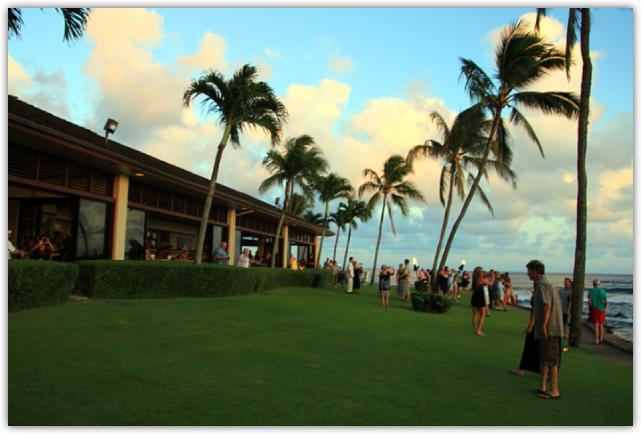 ビーチハウスレストランの海に面した庭