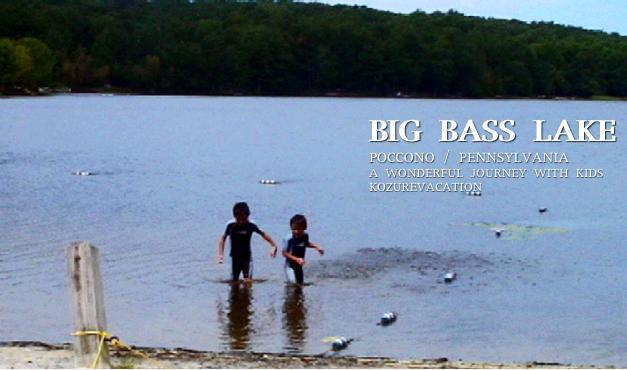 湖で遊ぶ子ども達