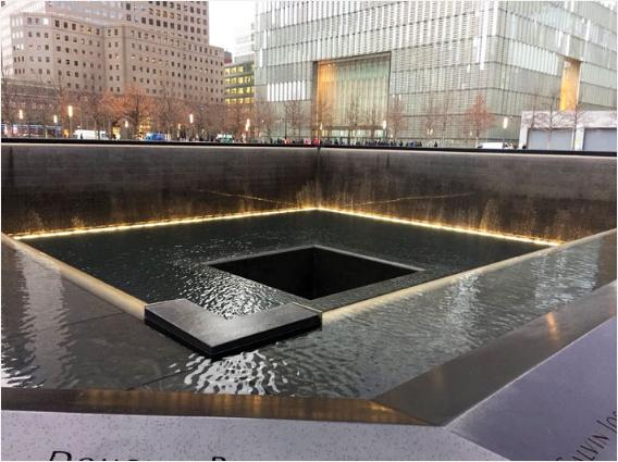 9/11メモリアルの噴水