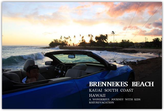 ハワイの夕焼けのビーチとオープンカー