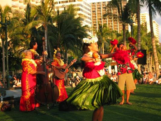 クヒオビーチで開催される無料のフラダンスショー