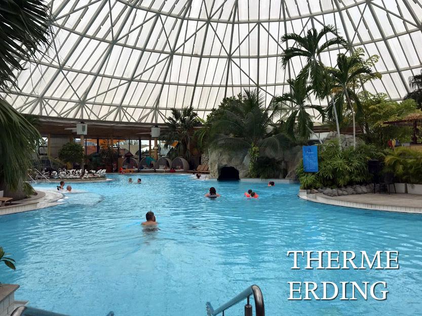 天然温泉の屋内プール