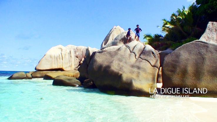 ココ島で遊ぶ子供達