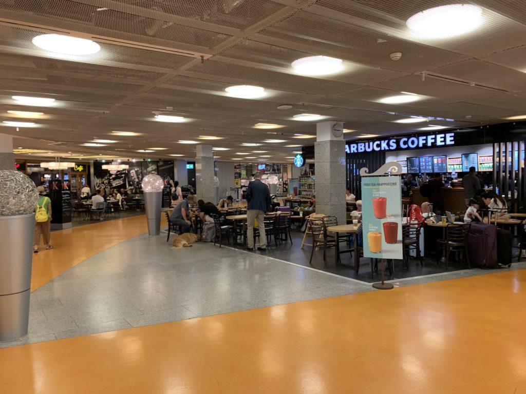 ターミナル1のレストラン・カフェエリア