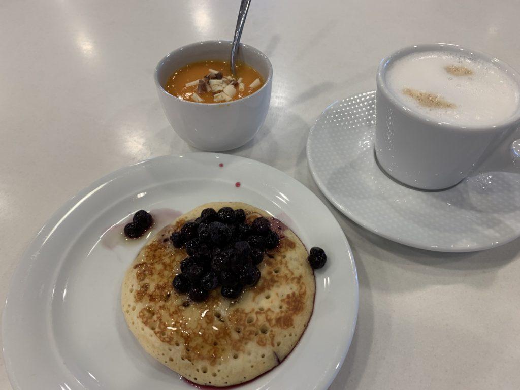 パンケーキとカフェラテ