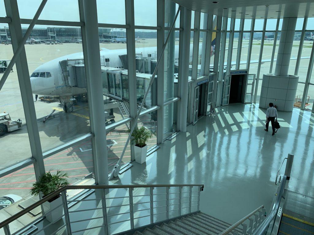 インチョン空港でアシアナ航空106便成田行きに乗り込む