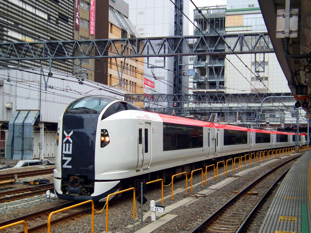 新宿駅に停車する成田エキスプレス