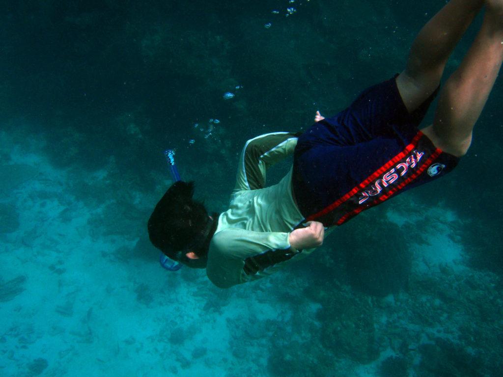 海に潜るリュウ