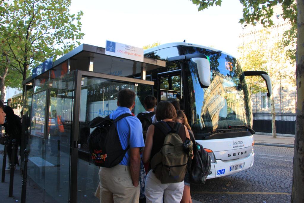 シャルルドゴール空港へ向かうバス